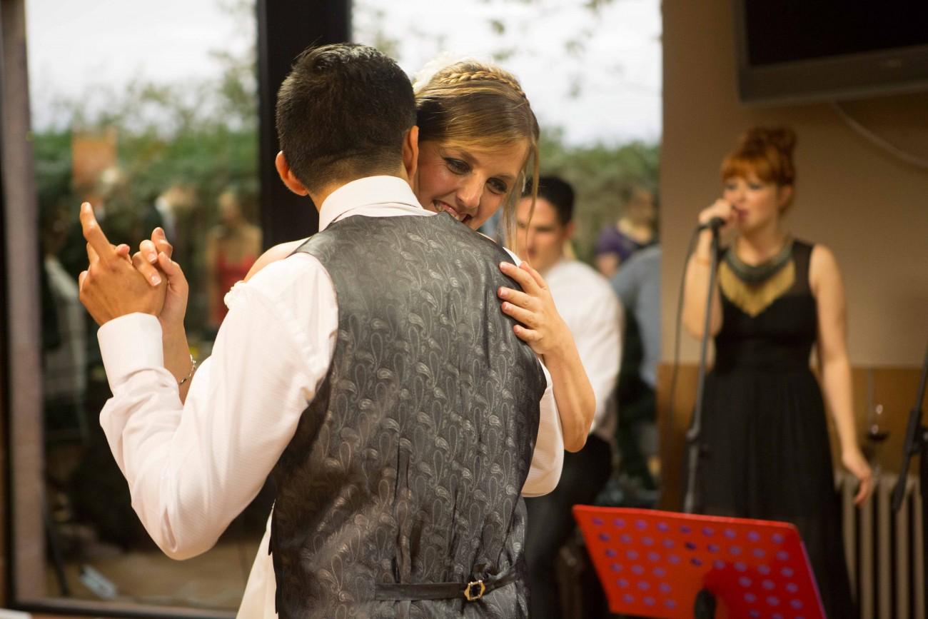 Baile Novios en aperitivo Foto Carlos Caliq